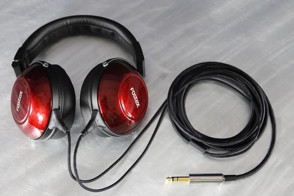 The New Dawn of Closed BackAudiophile Headphones There was once a time when it was difficult to find an audiophile-level closed-back full-size headphone that c