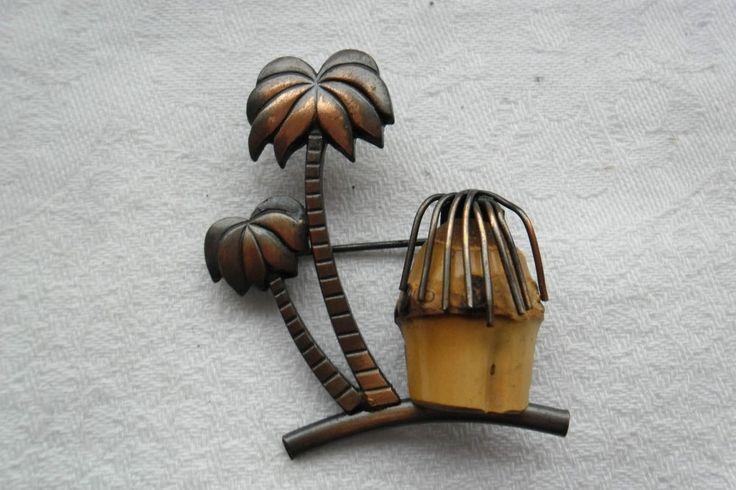 Entzückende 70-er Jahre Kupfer-Brosche Palmen mit Bambus-Hütte