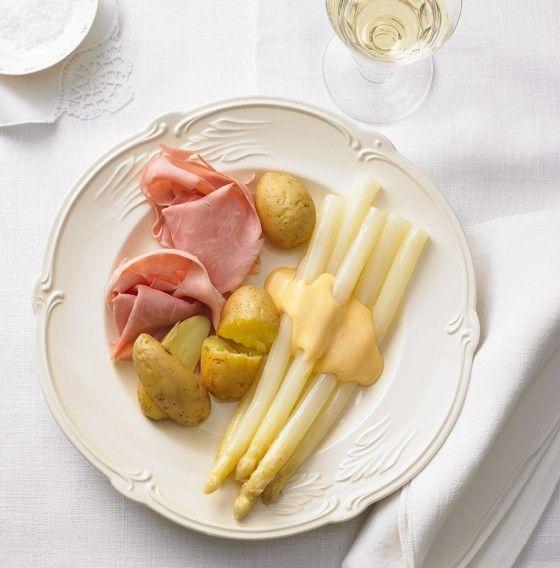 Ein Franke weiß beim Spargel, wie's passt - kein Gehabe, bitte -, vertraut auf die Qualität der heimischen Kartoffeln und des Schinkens. Und das Geheimnis? Ist die Sauce. Holländische.