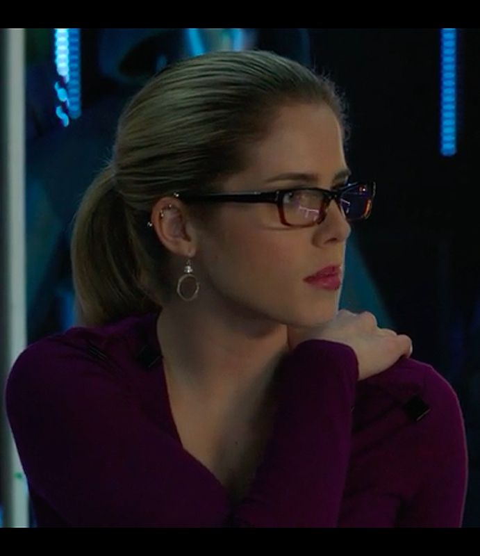 Felicity Smoak // i actually love her industrial earring. i don't think i'd ever actually get one but it's beautiful on her