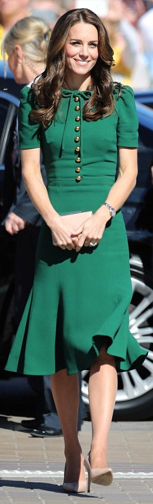 Kate Middleton wore a Dolce&Gabbana dress http://whatkatewore.com/2016/09/27/the-duchess-in-dolce-gabbana-for-day-four-in-canada/  http://www.dailymail.co.uk/femail/article-3811176/She-looks-like-movie-star-Kate-wows-style-crowd-Hollywood-makeover-Canada-tour-FINALLY-fun-fashion-shows-trimmer-new-figure.html