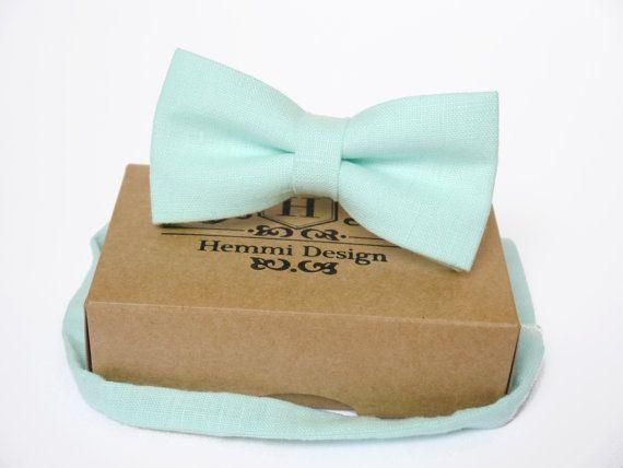 Cravate noeud papillon, mouchoir de poche, à la menthe / Bow garçon Ties / homme noeud papillon / cravate pour les hommes / adapté du mouchoir de poche garçon / Pack de garçons d'honneur