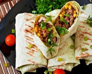 Wraps allégés à la mexicaine au bœuf et à l'oignon grillé