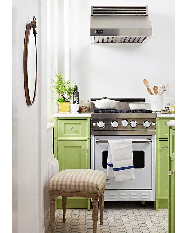 green cabinetsDreams Kitchens, Green Cabinets, Decor Ideas, Colors, Small Kitchens, Kitchens Ideas, Petite Kitchen, Green Kitchens, Small Spaces