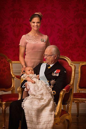 Kungen, Kronprinsessan och Prinsessan Estelle.
