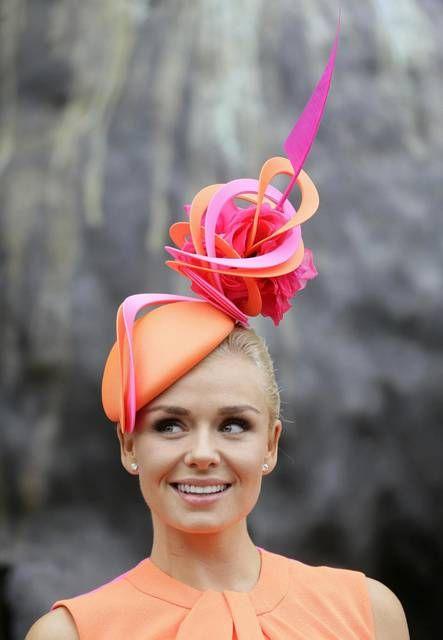 Il cappello eccentrico di Katherine Jenkins