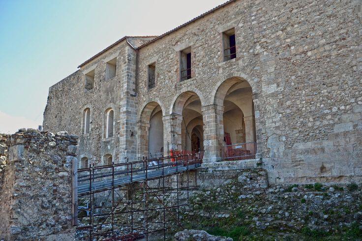 l'ingresso al maniero..