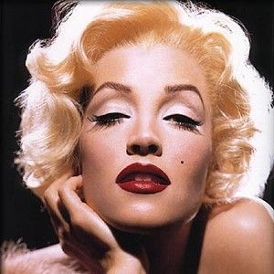 kevyn aucoin...transform yourself.  This is Lisa Marie Presley as Marilyn Monroe.