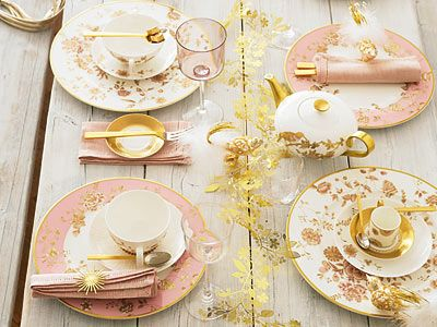I'm not fond of pink, but this is pretty and I love the sunshine napkin holder.
