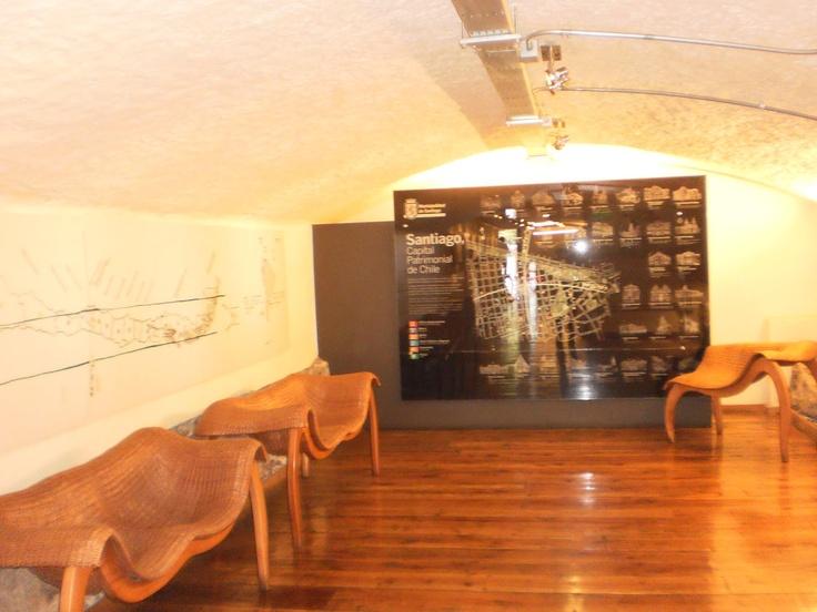 interior oficina de turismo stgo