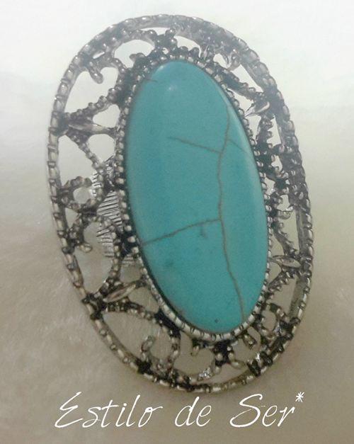 Anel pedra turquesa com detalhes prateados em volta