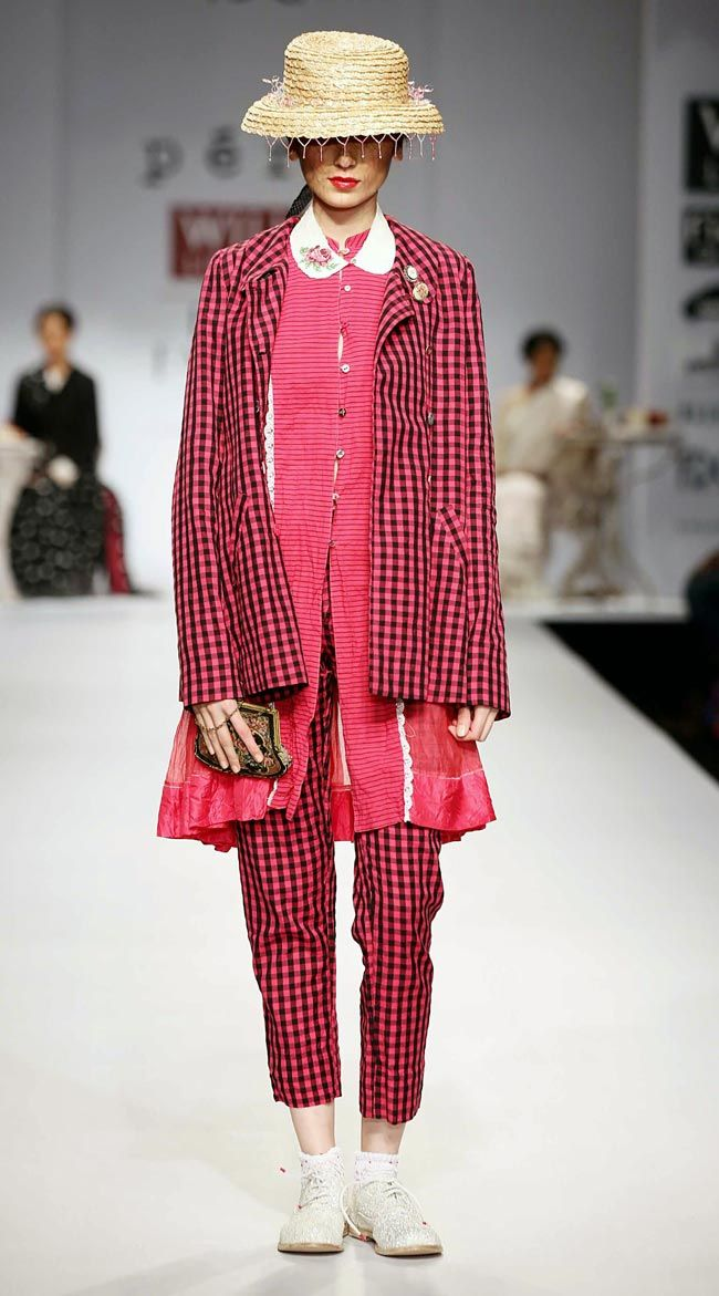 Model on the ramp for Aneeth Arora on Day 4 of Wills India Fashion Week. #Fashion #Style #Beauty #WIFW