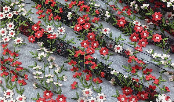 черная сетка ткани кружево с красочными цветами ромашки, слоновой кости и красный маленький цветок с зелеными листьями ткань сетки 2 двор, ws1038