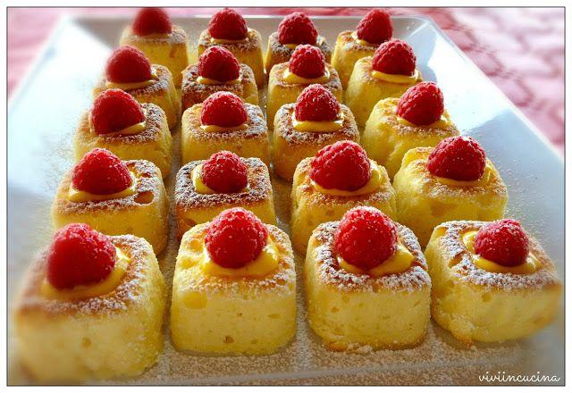 Vivi in cucina: Dolcetti alla ricotta con crema pasticcera e lamponi 125 gr di ricotta morbida 100 gr di farina per dolci 50 gr di frumina 100 gr di zucchero 2 uova 50 gr di burro fuso 1/2 bustina di lievito per dolci una punta di cucchiaino di vanillina scorza di limone grattugiata  per decorare :  1/4 di dose di crema pasticcera ( dose da 1 uovo) lamponi freschi zucchero a velo