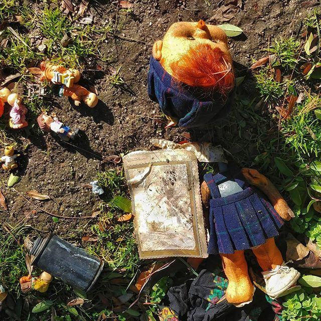 Juguetes rotos.... #madrid #places#lugares #people#gente#urbanscenes #escenasurbanas #winter #invierno #toys #juguetes #basura #huaweimate10