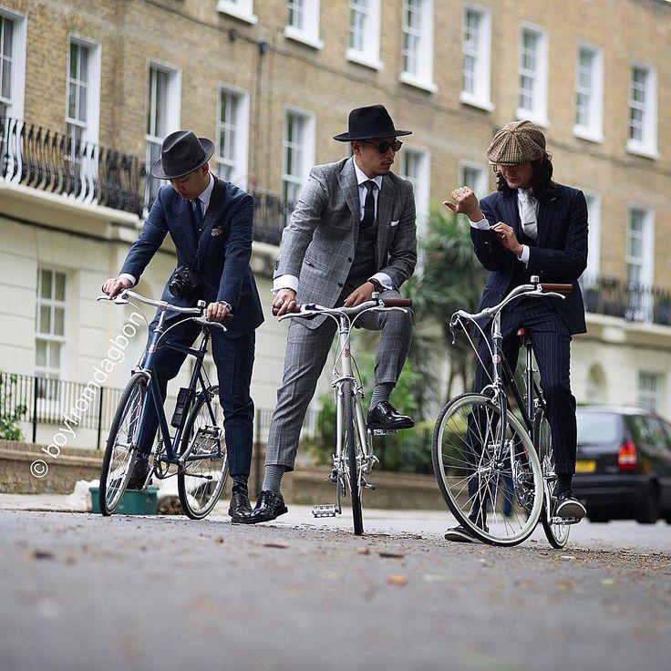 Spotting the dapper chaps at the #tweedrun London  @boyfromdagbon - - - -  #menstyle #menswear #mensfashion #tweedrun2017 #boyfromdagbon #photographer #photography #tailoring #dapper #style #streetstyle #streetphotography #ghanaian #ghana #bycicle #cycling #suit #hats #gentleman
