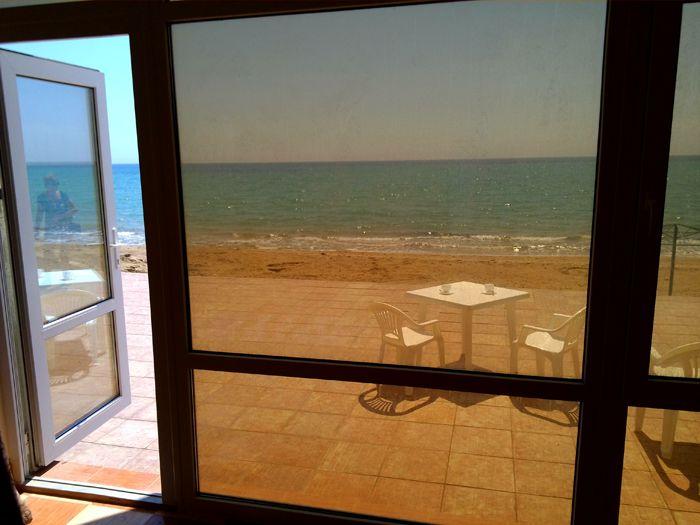 Мы ждём вас летом в нашем Гостевом Эллинге » Приморец » .  Это широкий песчаный пляж  из мелкого ракушечника , приятный и полезный для тела .Эллинг находиться в Крыму на берегу Черного моря. Посёлок Приморский, расположен в юго-восточной части Крыма это в семнадцати км от г. Феодосия.В Гостевом Эллинге комфортные номера студии в четырёхэтажном эллинге, с видом на Феодосийский залив.