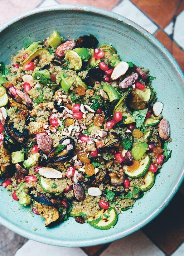 Få opskriften på en vidunderlig marokkansk-inspireret salat med quinoa, mandler og mynte fra de dygtige madbloggere fra Green Kitchen Stories. Opskriften er vegetarisk og glutenfri - og fuld af proteiner og gode smagsindtryk!