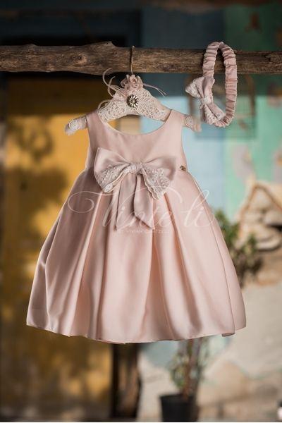 9c2b0b234fb5 Ροζ βαπτιστικό φόρεμα μεσάτο σατέν με κουφόπιετες και ασορτί κορδέλα για τα  μαλλιά, με σύνθεση