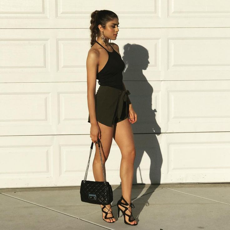 "206.2 mil Me gusta, 1,380 comentarios - Paula Galindo (@pautips) en Instagram: ""California girls. #vidcon2017 outfit: @santamaria122"""
