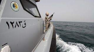 Pemberontak Syiah Hutsi Serang Kapal Perang Saudi 2 Awak Tewas Syiahindonesia.com Hudaida  Pemberontak Syiah Hutsi menyerang kapal perang Arab Saudi saat tengah berpatroli di perairan Yaman. Tiga orang tewas dalam serangan bom bunuh diri tersebut.  Dalam pernyataan yang dirilis pihak koalisi negara Teluk pada Senin (30/01) serangan terhadap kapal perang Arab Saudi dilakukan oleh tiga buah kapal bunuh diri milik pemberontak Syiah Hutsi. Kapal perang tersebut diserang saat tengah melakukan…