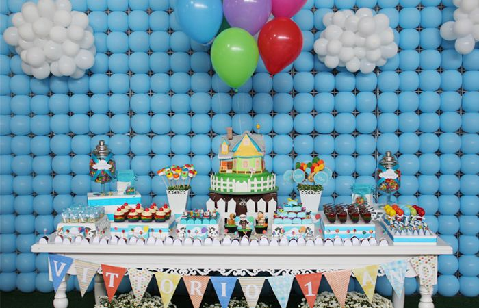 Backdrop made out of balloons. Very cool. #growingUPparty