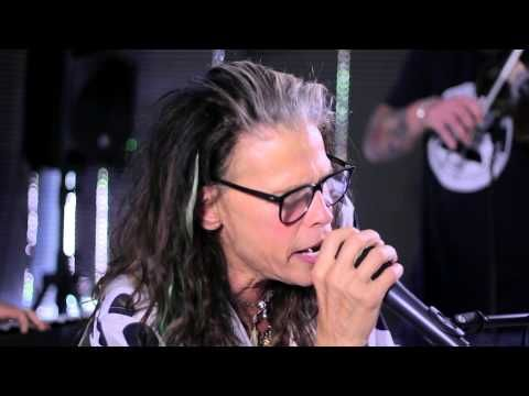 """Steven Tyler performs """"Amazing"""" at Recovery Unplugged drug rehab - YouTube"""