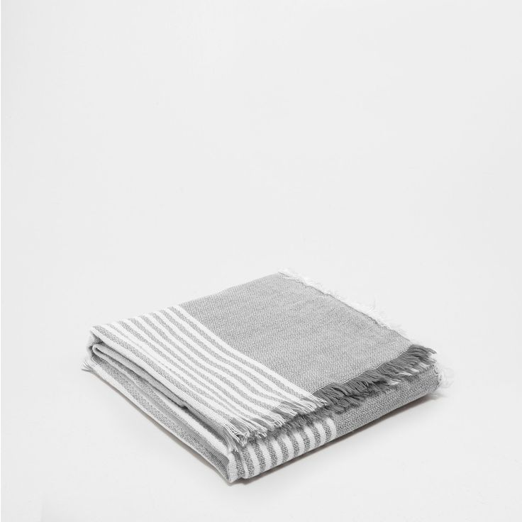 8 best images about mantas on pinterest zara home plaid for Zara home mantas