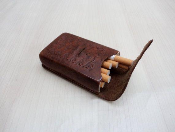 Vintage cuero cigarrillo caso de jugar a las por GuestFromThePast