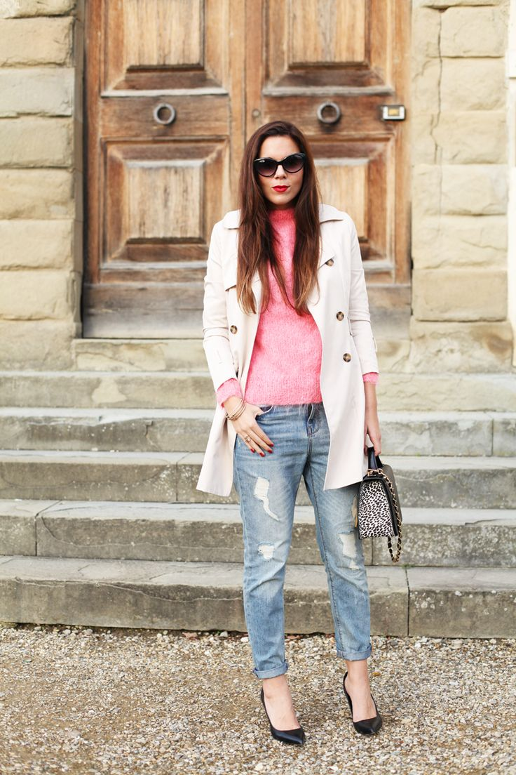 A pink sweater and a masculine trench for an androgynous look today