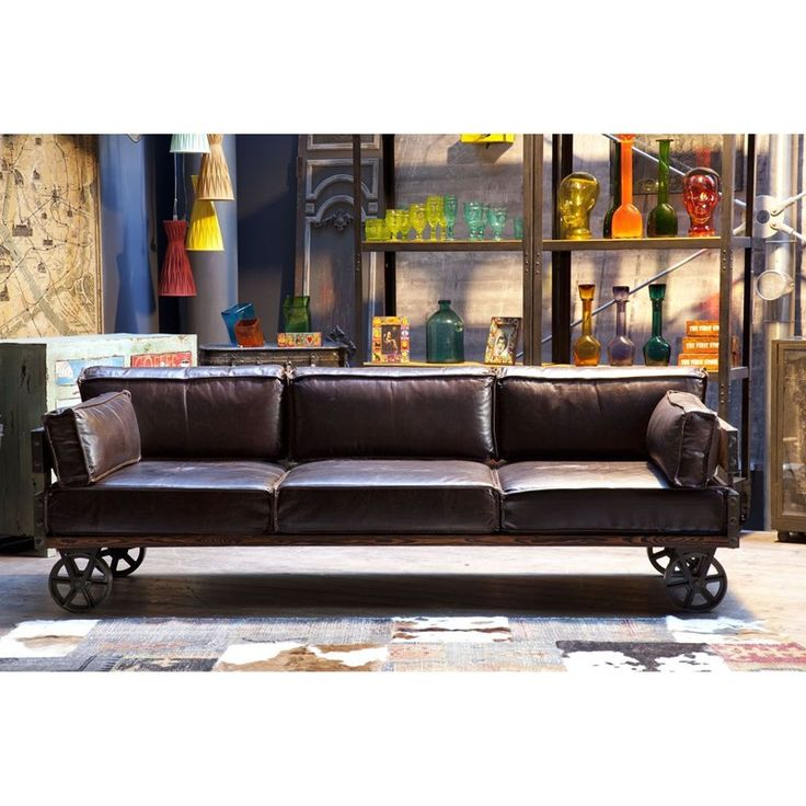 Jernbanevogn som sofa ! Se denne flotte luksus sofa opbygget på hjul