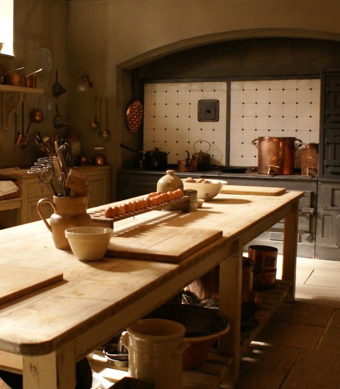 Downton Abbey - Kitchen Inspiration - Mylands Paint - Humphrey Munson Blog