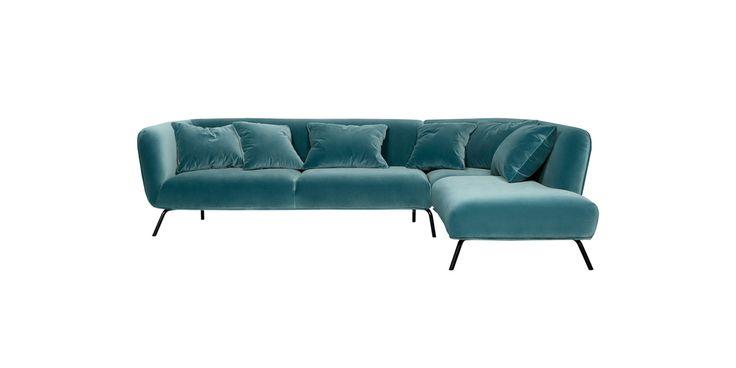 SELMA – to nowa propozycja w kategorii cocktail & design. Odważny, modernistyczny kształt i oryginalne podłokietniki to elementy, które wyróżniają ten model. Jego konstrukcja opiera się na czarnych, metalowych nóżkach. Dostępny również w wersji z poduszkami.