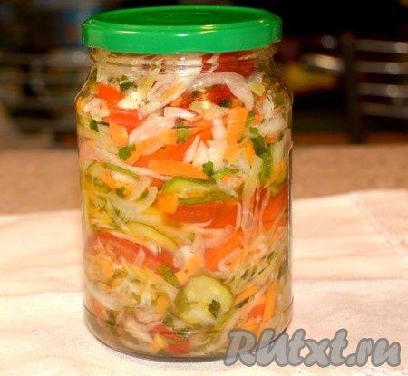 Готовые остывшие банки убрать на хранение. Салат может храниться при комнатной температуре. Зимой баночка такого наивкуснейшего овощного салатика станет украшением вашего стола.