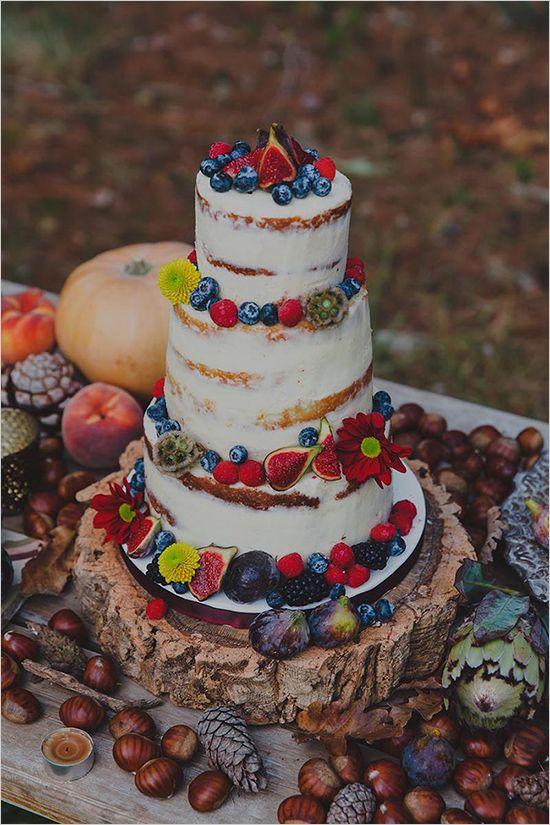 rustic wedding cake by @sorayasweetmama @weddingchicks
