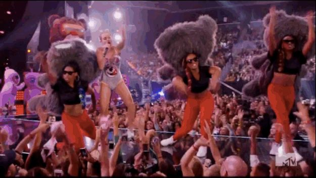 Rihanna, One Direction Are Not Impressed With Miley Cyrus' VMAs Performance | Every expression on every face is just priceless!! Haha, I'm pretty sure I looked the most like Niall when watching that whore-er (!) show!