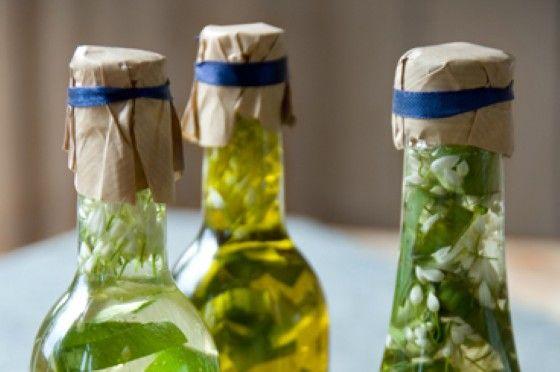 Olie en azijn met daslook