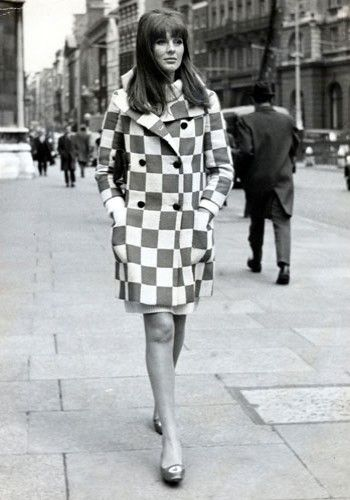 Paulene Stone. Outra modelo bastante requisitada, Paulene estampou capas da Vogue e foi o rosto da cena cool de Londres, a famosa 'Swinging London'.