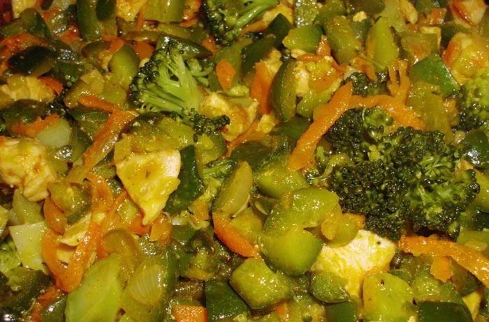 Brócoli salteado con Pollo, una opción muy saludable.