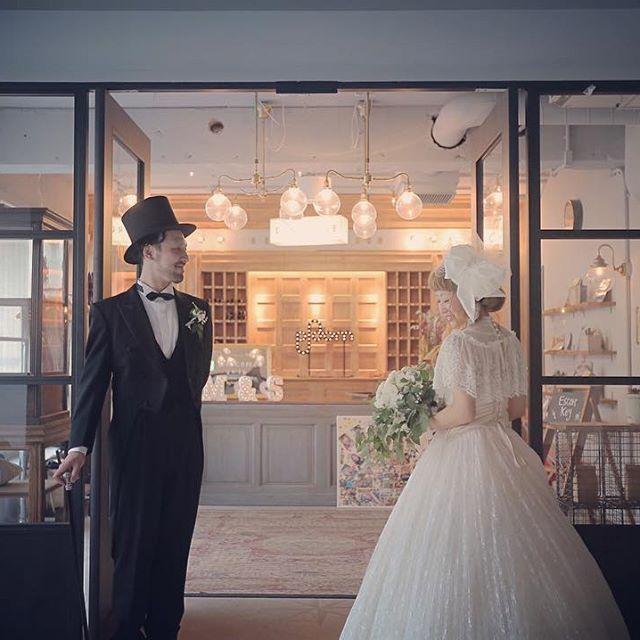 #ホテルエマノン 東京結婚式も残すところパーティー後のポートレート撮影のみ! と見せかけて、実はアフターパーティーの撮影もあるのです まだまだ楽しくなるぞー! あと ホテルエマノンさん、どこで撮影しても絵になるし 新郎さんの衣装、 しんぷさんの衣装、 ほんと可愛いなぁ〜。 ステッキ持ってるのがいい! ^ ^ #結婚写真 #花嫁 #プレ花嫁 #卒花 #結婚 #結婚式 #結婚準備 #婚約 #婚 #カメラマン #プロポーズ #前撮り #ロケーション前撮り #写 #ブライダル #ウェディングフォト #ウェディング #写真好きな人と繋がりたい #結婚式コーデ #結婚式前撮り #結婚式カメラマン #weddingphoto #wedding #weddingphotography #instawedding #bridal #ig_wedding #bumpdesign #バンプデザイン