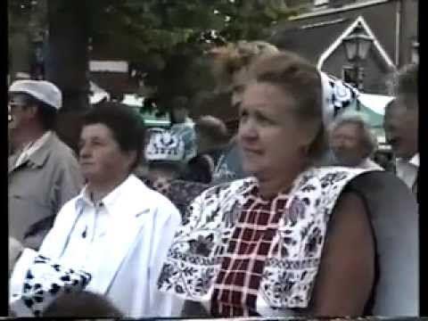 Bruidsshow in Klederdracht in Spakenburg 1990
