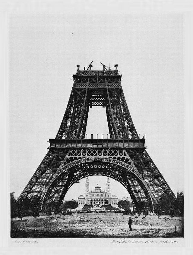 Photos of Famous Landmarks While They Were Still Under Construction -- via i09