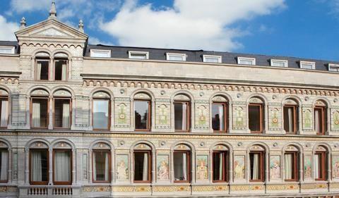 Hotel Saint Nicolas is ideaal gelegen in het bruisende hart van Brussel, op 3 minuten lopen van de Grote Markt.