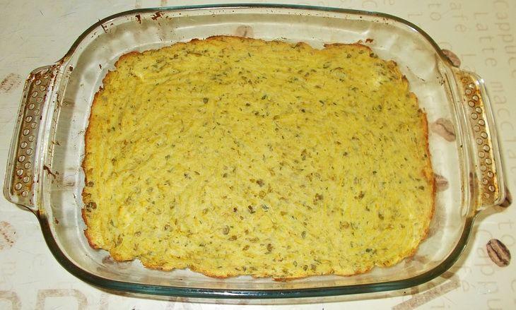 Ingredienti e dosi per quattro persone: 400 g. di patate 200 g. di tonno sott'olio 2 uova 150 g. di piselli in scatola 50 g. di ricotta 50 g. di pangrattat