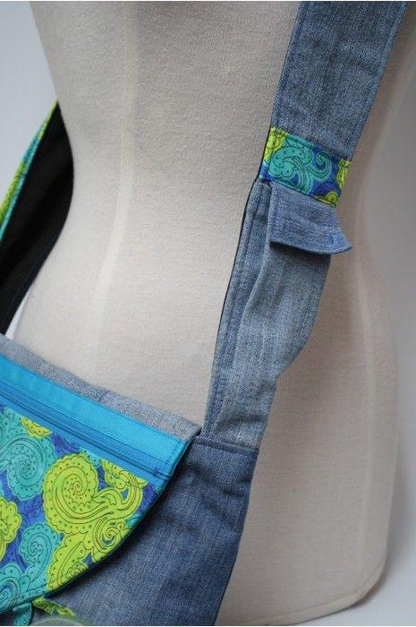 Sacs à main à bandoulière entièrement fait à la main. En plus d'être originales avec leur gros bouton, nos sacs sont pratiques et tout comme vous ils sont uniques!