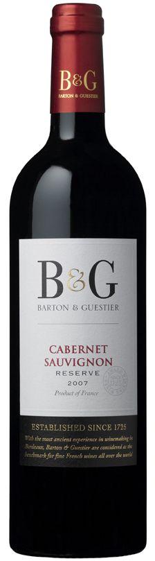 13% красное сухое  Бартон и Гестье Каберне Совиньон (Barton & Guestier Cabernet Sauvignon) – это красное сухое вино категории Vin de Pays, производится  из винограда Каберне Совиньон в Лангедоке. Выдерживается в бочках три месяца. Букет у вина богатый и утонченный, раскрывающий целую гамму оттенков слив, черной смородины и пряностей. Вкус яркий и гармоничный, со зрелыми танинами. Бартон и Гестье Каберне Совиньон  - отличное сопровождение для барбекю и разнообразных сыров.