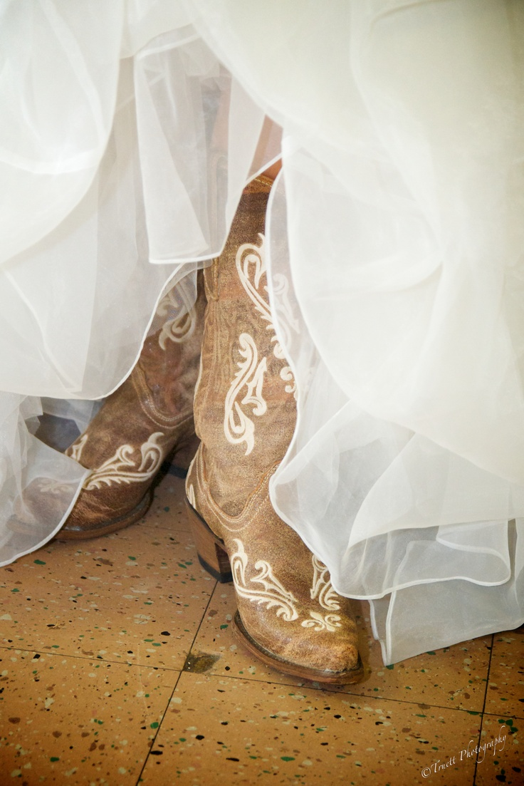 #Country wedding... Wedding ideas for brides, grooms, parents & planners ... https://itunes.apple.com/us/app/the-gold-wedding-planner/id498112599?ls=1=8 … plus how to organise an entire wedding, without overspending ♥ The Gold Wedding Planner iPhone App ♥