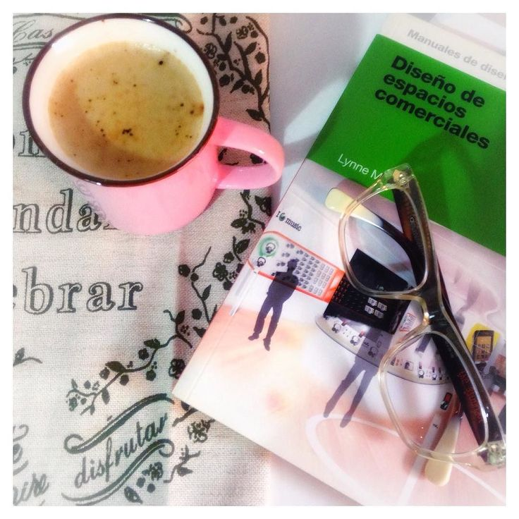 !  buᎬᏁ ᎠᎥᎪ!  Preparando mi clase de hoy  sobre: Espacios Comerciales  tema que me encanta es casi como salir de compras  junto a mi primer cafecito  BUENA SEMANA! . . . . #coffee #cafe #instsmood #lunes #instacoffee #like4like #cafelife #diseñodevidrieras #espacioscomerciales #cursosdevidrierismo #mug #coffeegram #coffeeoftheday #cotd #coffeelover #coffeelovers #coffeeholic #coffiecup #coffeelove #coffeemug #taza #coffeelife