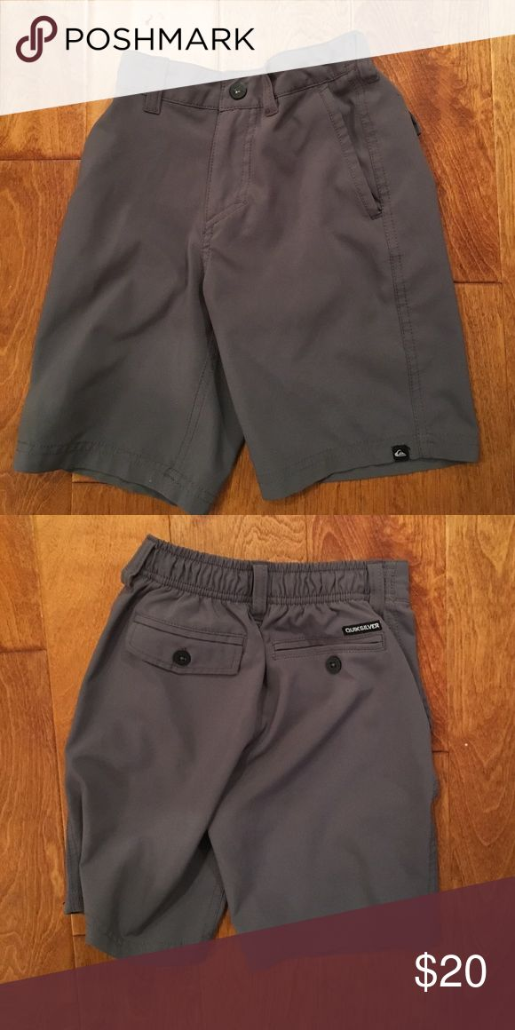Boys quicksilver gray shorts... size 5 like new Boys Quiksilver shorts. Gray. Size 5.. like new.. in excellent condition Quiksilver Bottoms Shorts
