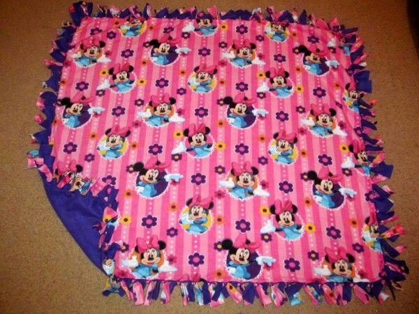 Disney Minnie Mouse W Purple Back Fleece Tie Blanket